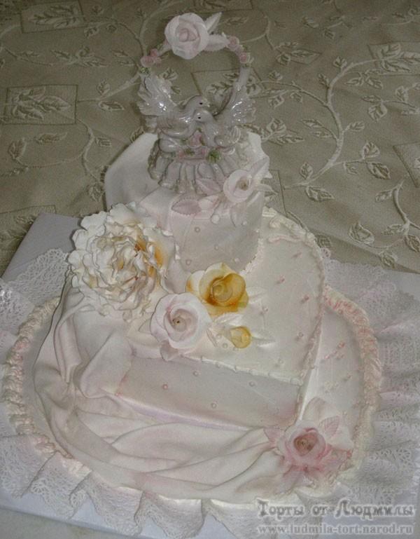 голубь и голубка на свадебном торте на заказ